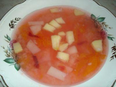 Суп из яблок - нам потребуется 200 грамм кислых яблок, 300 грамм воды...