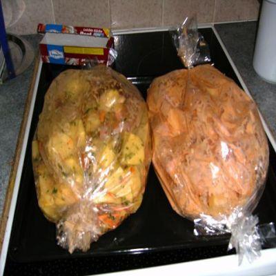как готовить курицу с картошкой в духовке в рукаве