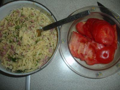 Блины с ветчиной и сыром и помидорами