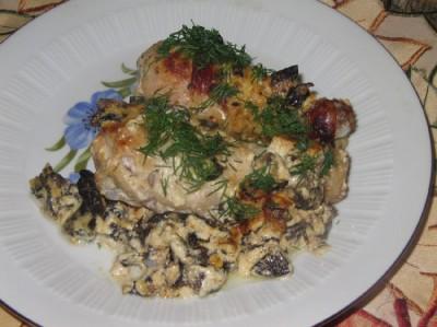 Запеченные куриные голени под сливочно грибным соусом