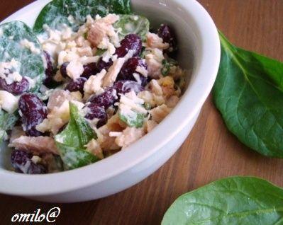 Салат с отварной фасолью и курицей