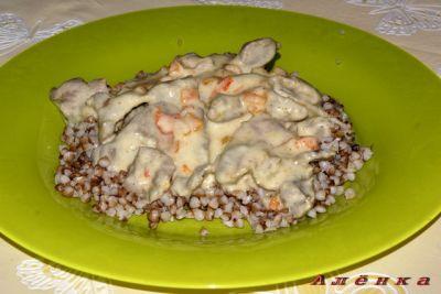 Желудки в сметанном соусе