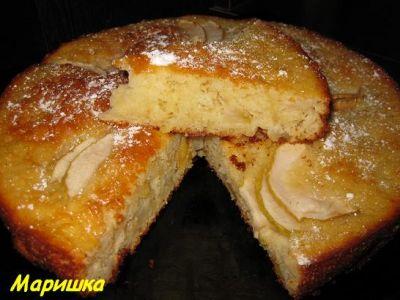 сливовый воздушный пирожок.