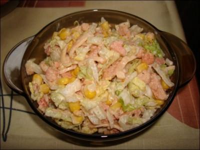 Постный салат с крабовыми палочками и кукурузой и кальмарами