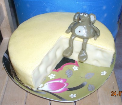 """Внутри торт  """"Сказка """" : сметанные бисквиты с маком, курагой, черносливом..."""