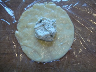 «Мешочки» из сыра с творожной начинкой