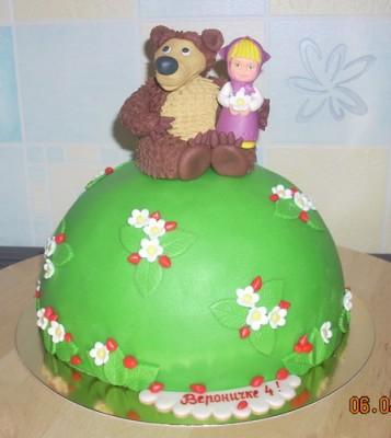 Детский торт с героями из популярного мультфильма Маша и Медведь.