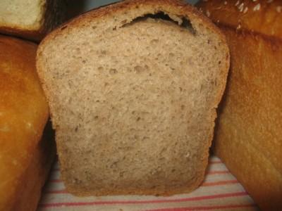 На хлебе при выпечке трескается корочка