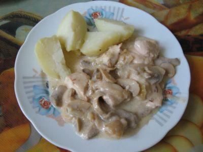 Как приготовить курицу и грибы со сметаной