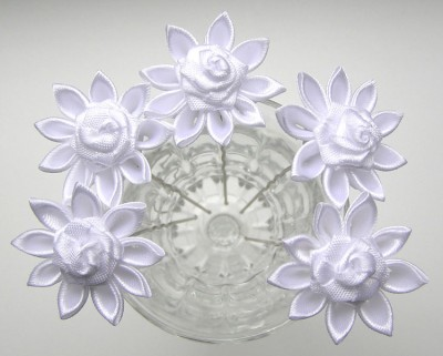 Цветы из лент канзаши заколка своими руками