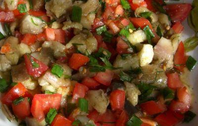 Из баклажана и помидоров салаты
