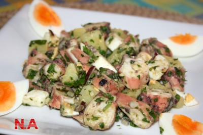Салат из вареного осминога