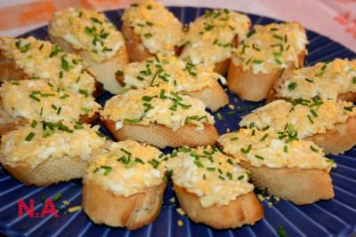 Бутерброды с сыром и чесноком в духовке