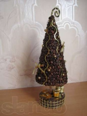 Новогодние елки своими руками из кофейных зерен