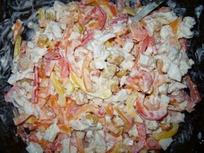 салат с сухариками и копченой курицей рецепт