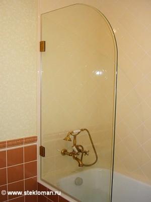 стеклянная перегородка над ванной, фурнитура - латунь фотография. фото стеклянная перегородка над ванной, фурнитура...