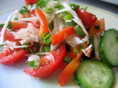 Салат из огурцов помидор и капусты
