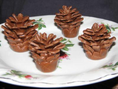 Украшения из шоколадной и обычной мастики с некоторыми МК : Торты (украшения шаг за шагом)