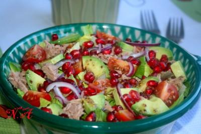 Салат с тунцом,авокадо и гранатом