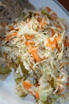 салат с солеными огурцами с капустой