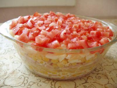 Салат с ветчиной ананасами и помидорами