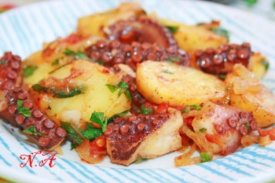 Осьминог с картофелем в сковороде(португальская кухня): Рыбные блюда