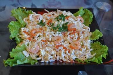Салат кальмар креветки икра красная