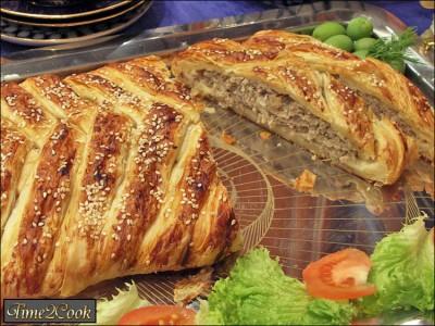 пироги из слоеного теста рецепты с фото с мясом