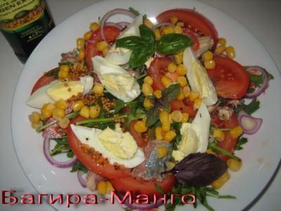 Салат с кальмарами и помидорами и сыром