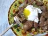 Теплый салат с кабачками,  куриной  печенью и яйцом-пашот