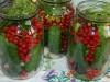 Огурцы, консервированные с красной смородиной