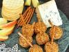 Сырные шарики с орехами и специями