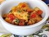 Рыба в соусе из жареного лука, помидоров и перца чили