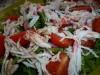 Салат с крабами, черри и рукколой