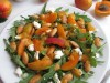 Салат из рукколы с абрикосами, фетой и миндалем