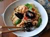 Спагетти с мидиями и креветками с анчоусной панировкой