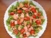 Зеленый салат с рыбой под...