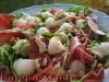 Салат с дыней, козьим сыром, прошутто и кедровыми орешками