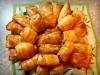 Пирожки из слоеного теста с копченостями и сыром