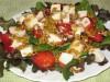Салат с клубникой, шпинатом и мягким сыром «Galbanino»
