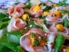 Майский салат.Шпинат с манго,и Пармской ветчиной.