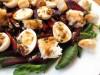 Свекольный салат со шпинатом и сухариками