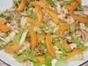Салат с курицей, абрикосами и чесночной заправкой