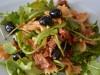Салат с макаронами и руккулой