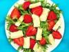 Салат с клубникой и сыром бри