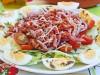 Вогезский салат с беконом и помидорами
